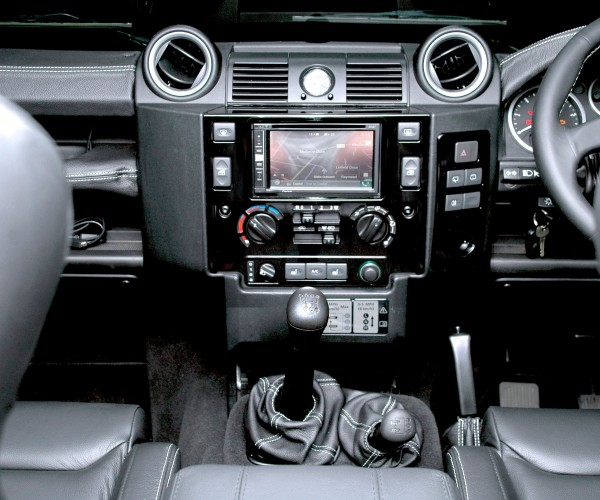 Land Rover Defender - In Car Entertainment